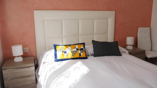 A bed or beds in a room at Vitivola La Solana 4-2