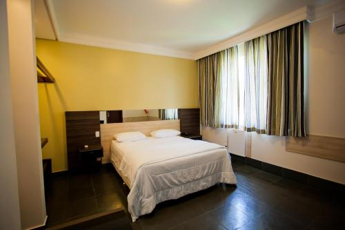 A bed or beds in a room at Aipana Plaza Hotel