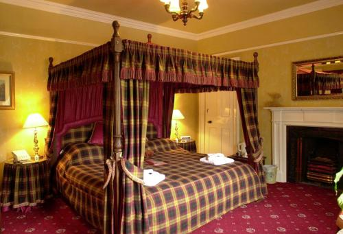 A bed or beds in a room at Atholl Arms