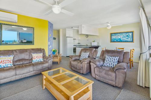 A seating area at Cheltenham Apartments