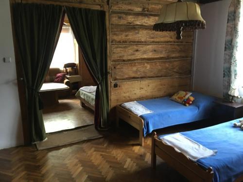 Łóżko lub łóżka w pokoju w obiekcie Apartments Sanok