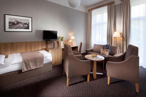 A seating area at Spa & Kur Hotel Praha