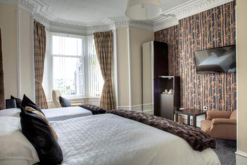 A bed or beds in a room at Kildonan Guest House