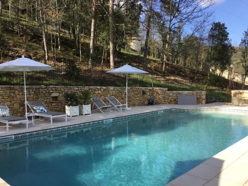 The swimming pool at or near La Tour de Cause