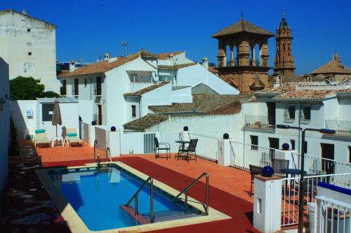 A view of the pool at Hotel Infante Antequera or nearby