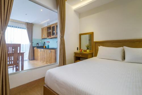 A bed or beds in a room at TRIPLE Apartment & Hotel Ngo Thi Sy
