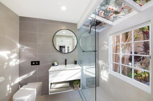 A bathroom at Luxury Designer Paddington Cottage + FREE WIFI