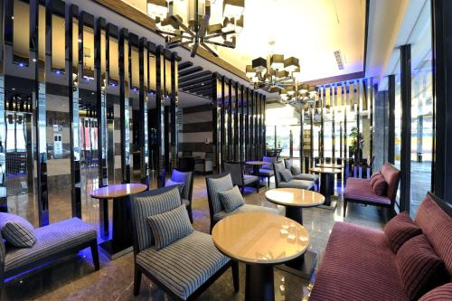 The lounge or bar area at International Citizen Hotel