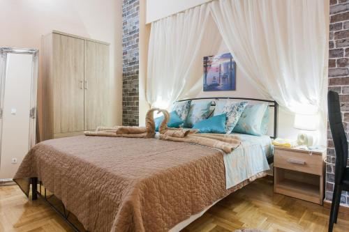 A bed or beds in a room at Athens cozy rooms walk to Acropolis