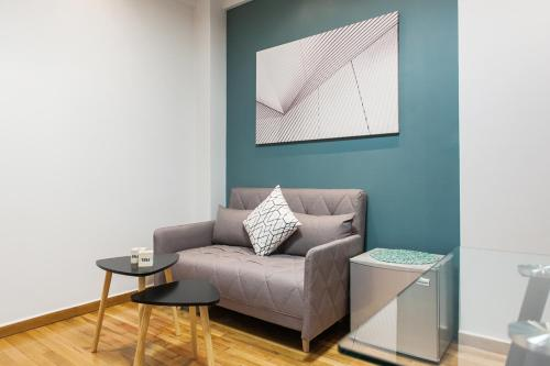 A seating area at Syntagma Apartments by Livin Urbban