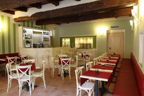 A restaurant or other place to eat at Hotel Borgo Antico