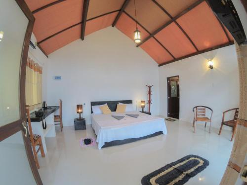 A bed or beds in a room at Rainforest Mount Lodge