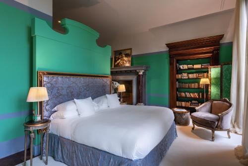 A bed or beds in a room at Il Salviatino