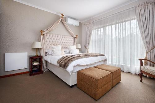 A bed or beds in a room at Ash Manor Guesthouse