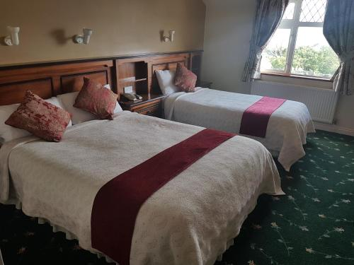 A bed or beds in a room at Tigh Chuálain