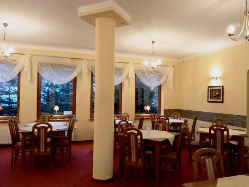 Restauracja lub miejsce do jedzenia w obiekcie Dom Gościnny Emilia