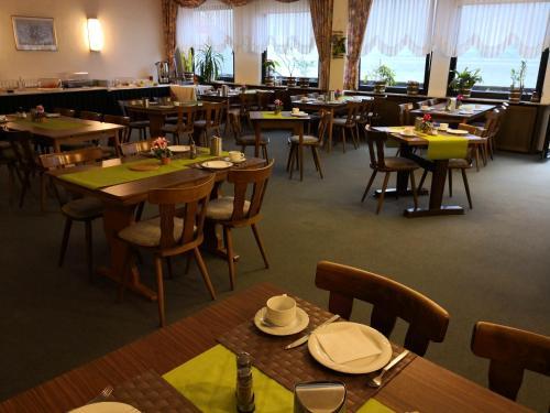 Ein Restaurant oder anderes Speiselokal in der Unterkunft Hotel - Restaurant Schlaadt