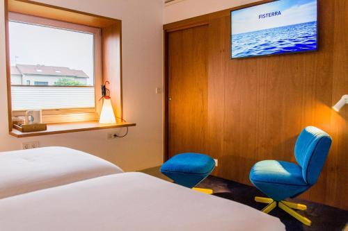 Una televisión o centro de entretenimiento en Hotel Bela Fisterra
