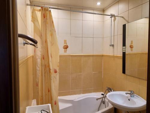 Ванная комната в Apartment on Rokossovskogo 11