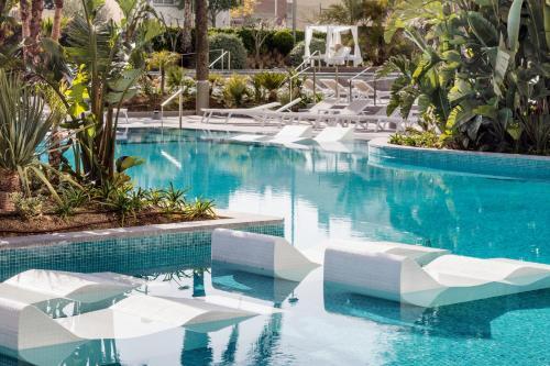 Het zwembad bij of vlak bij AQUA Hotel Silhouette & Spa - Adults Only