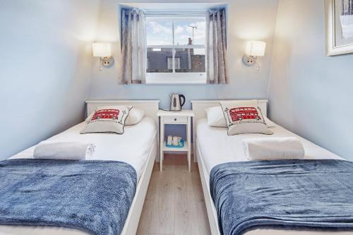 A bed or beds in a room at Astor Kensington Hostel
