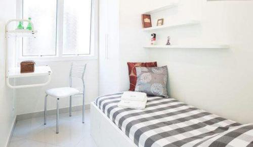 A bed or beds in a room at Apto 5 Quartos Avenida Carlos Gomes