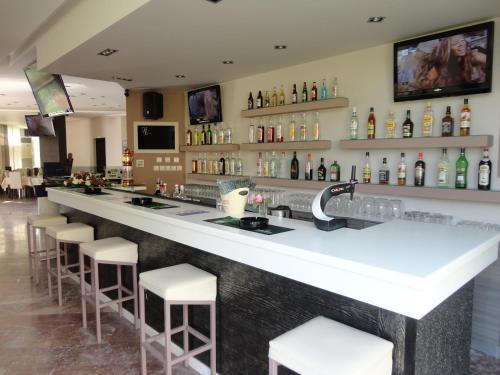 Lounge oder Bar in der Unterkunft Morfeas Hotel