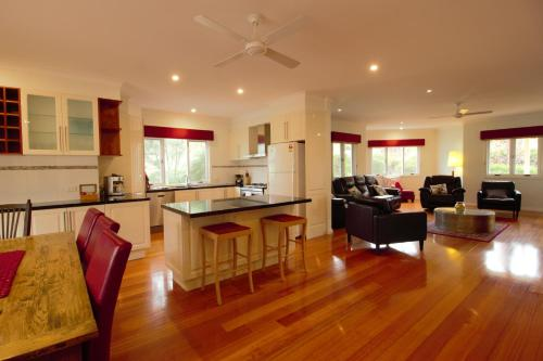 A kitchen or kitchenette at Lithgow Falls Marysville