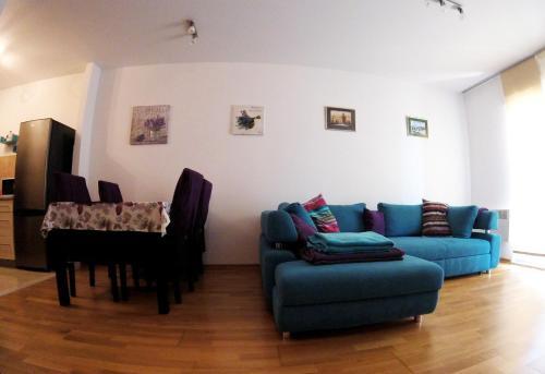 A seating area at Apartment Lavanda