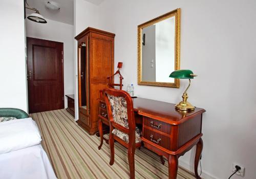 Telewizja i/lub zestaw kina domowego w obiekcie Hotel Pałac w Myślęcinku