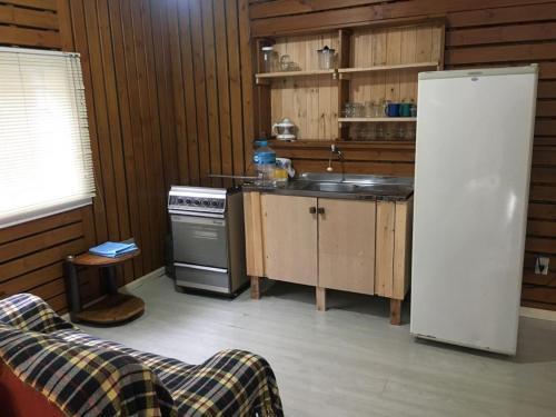 A kitchen or kitchenette at Apartamento Terreo em Caxias do Sul