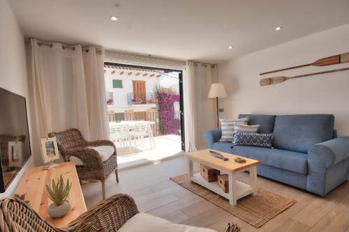 A seating area at Sant Roc Apartments a Minute From The Beach
