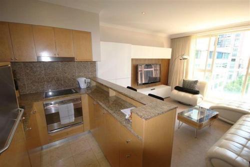 A kitchen or kitchenette at Bond 908