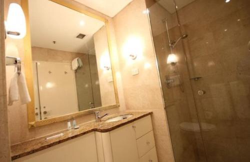 A bathroom at Bond 908