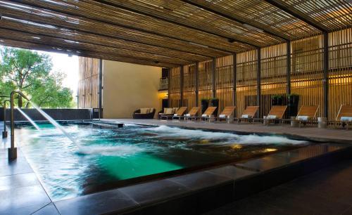المسبح في فندق مايا كوالالمبور أو بالجوار