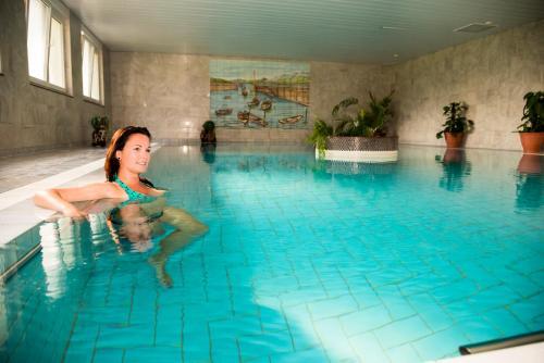 Der Swimmingpool an oder in der Nähe von Wellnesshotel Legde