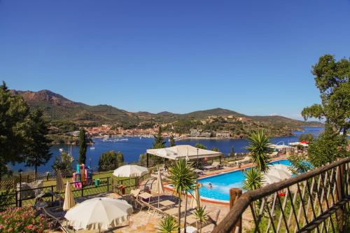 A view of the pool at Grand Hotel Elba International or nearby