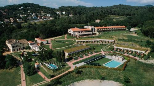 Een luchtfoto van Mas Salagros EcoResort & SPA