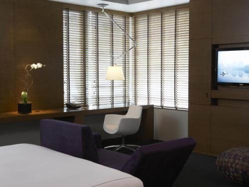 A seating area at Hotel Le Germain Calgary