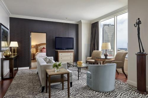 A seating area at Loews New Orleans Hotel
