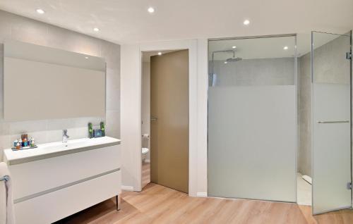 Ванная комната в INNSiDE Calviá Beach