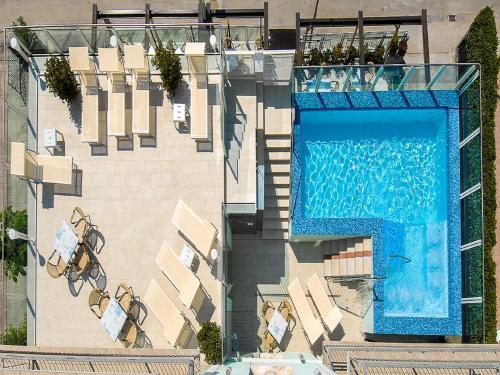 Vue sur la piscine de l'établissement Hotel Bahamas ou sur une piscine à proximité