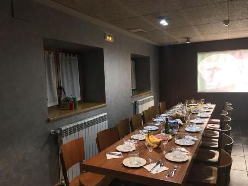 A restaurant or other place to eat at Albergue Haizea