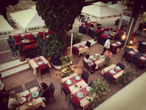 A restaurant or other place to eat at Hotel Dubrovnik