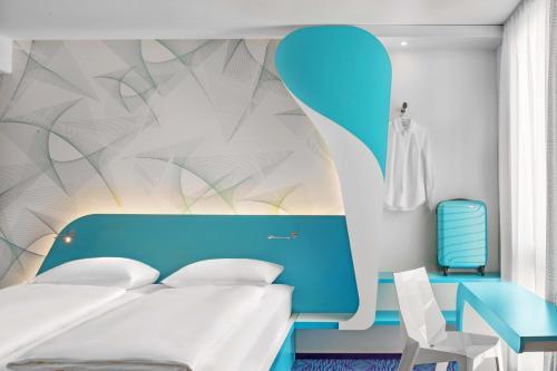 Ein Bett oder Betten in einem Zimmer der Unterkunft prizeotel Hamburg-St.Pauli