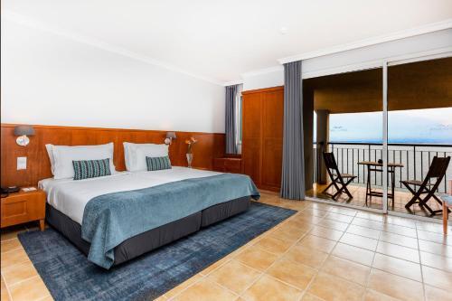 Un ou plusieurs lits dans un hébergement de l'établissement Paul Do Mar Sea View Hotel