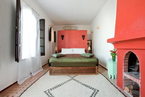 A bed or beds in a room at Riad Tizwa