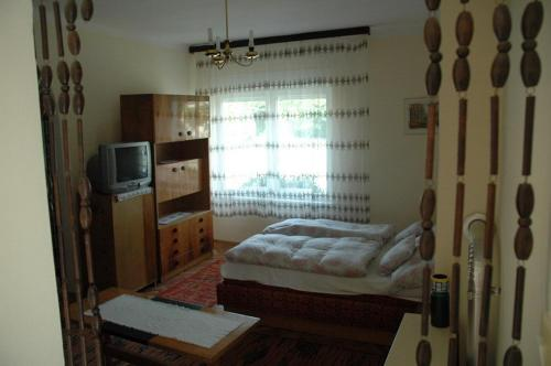 A bed or beds in a room at ABCD Apartmanház