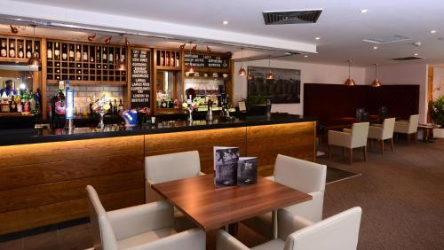 The lounge or bar area at Ramada Telford Ironbridge