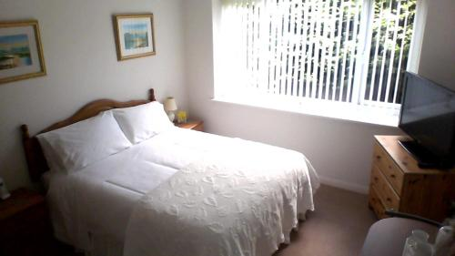 A bed or beds in a room at Pinchbeck B&B